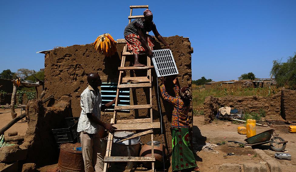 Avantages du pay as you go dans les projets solaires en zones rurales - Fours solaires en afrique ...