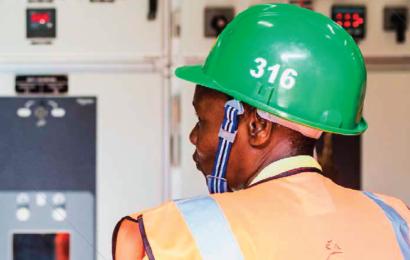 """Tanzanie: le taux d'accès national à l'électricité, à 30%, """"demeure faible"""""""