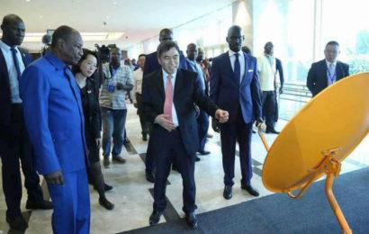 La Chine démarre le projet «TV numérique pour 10 000 villages africains» en Guinée, avec des systèmes d'alimentation solaire