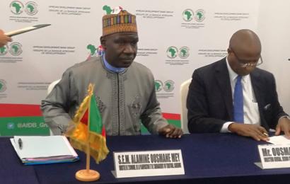 Cameroun/Electrification rurale: le prêt de 13 millions de dollars de l'Ofid a été formalisé