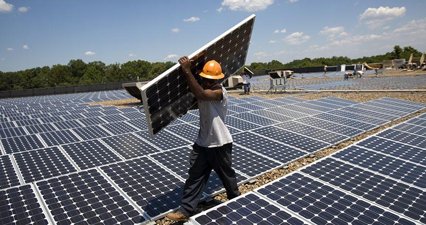 Le nombre d'emplois générés par les énergies renouvelables a dépassé la barre des 10 millions en 2017 (Rapport)