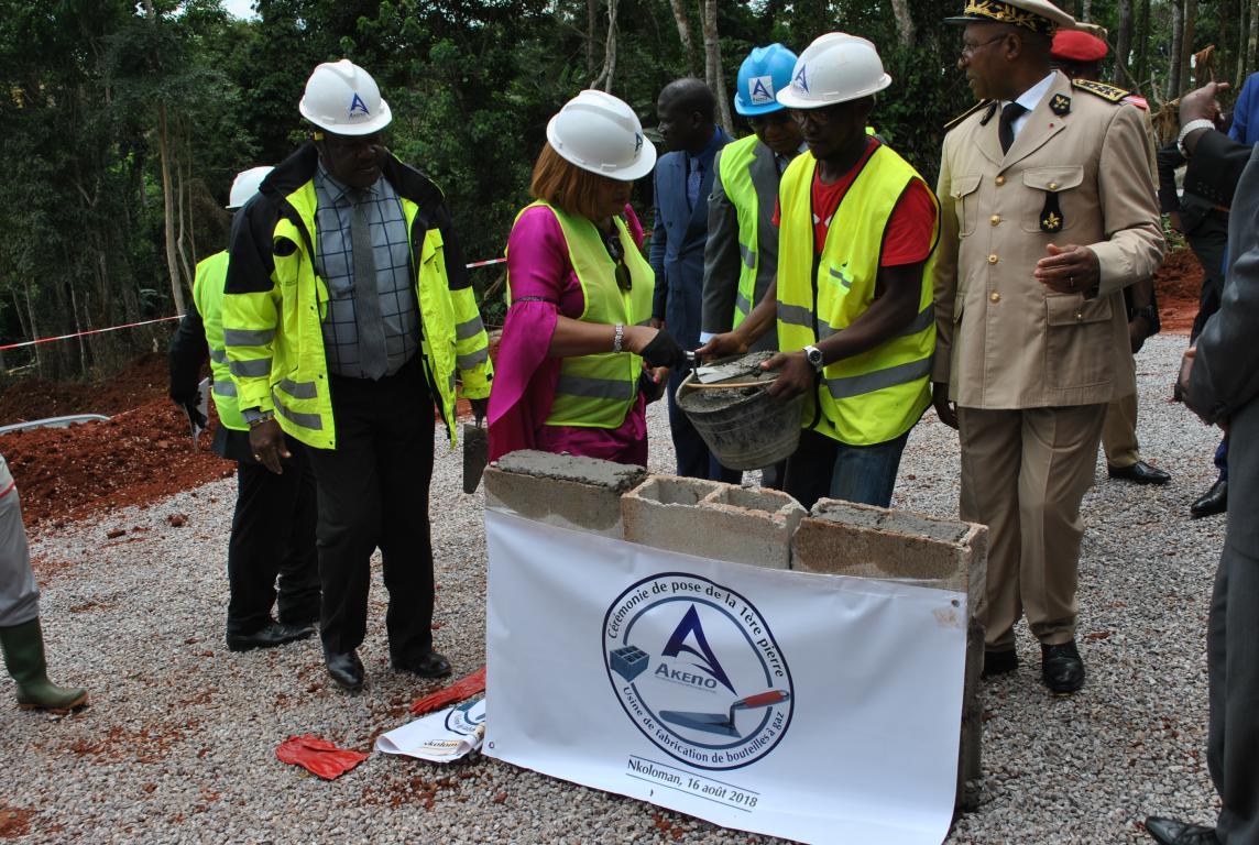Pose de la première pierre de l'usine de bouteilles de gaz domestique en matériaux composites (Cameroun)