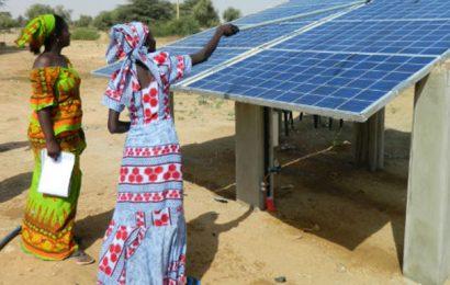 Sénégal: la 2e phase du Programme d'urgence de développement communautaire, qui prévoit 76 centrales solaires, reçoit un appui de la BAD