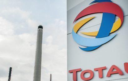 Des mairies et ONG françaises demandent au groupe pétrolier Total de limiter ses émission de GES