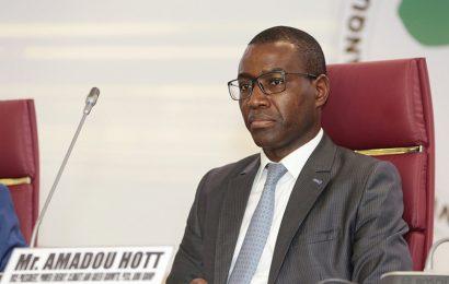 Amadou Hott quitte le poste de vice-président de la BAD en charge des questions énergétiques pour un portefeuille ministériel au Sénégal