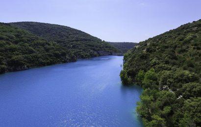 Les barrages hydroélectriques, routes et réservoirs parmi les principales entraves des cours d'eau (étude)
