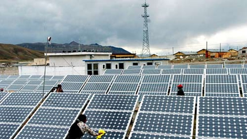 """Cameroun: les pouvoirs publics envisagent une troisième phase d'électrification rurale par le solaire avec """"200 localités"""""""