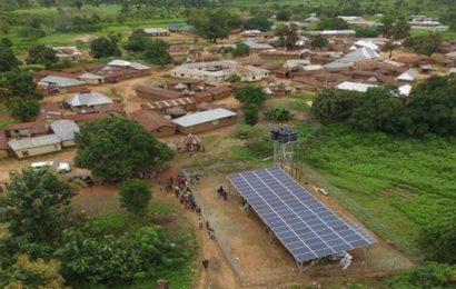 Une étude de la BEI et l'ASI recommande de privilégier les financements mixtes pour développer le solaire hors réseau en Afrique